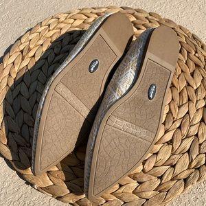 Dr. Scholl's Shoes - Dr. Scholl's Be Free tan white Boho flats 7.5